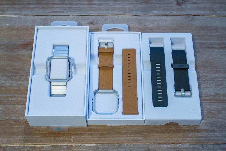 Fitbit-Blaze-Unboxing-StrapsOpen