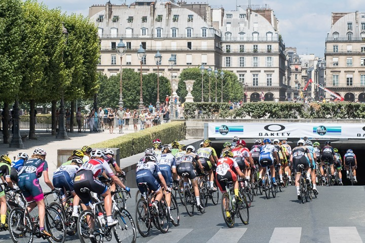 Thumbnail Credit (dcrainmaker.com): the La Course route is simply loops of the Champs-�lys�es/Rue de Rivoli/Quai des Tuileries TdF course. Each loop is 7km, which would take the women about 8-10 minutes per loop.