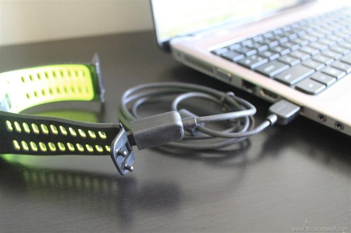 Nike+ GPS Sportwatch USB wristband charging