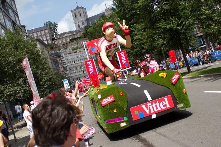 2012-tour-de-france-a-look-at-the-caravanparade-29