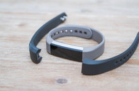 Fitbit-Alta-Band-Swapping-3