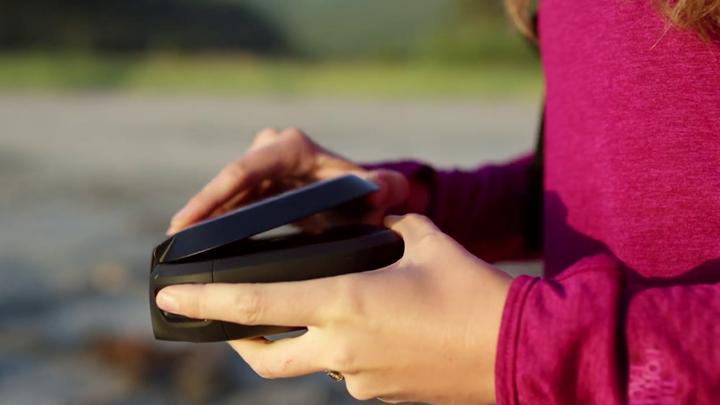 GoPro-Karma-Drone-Controller-FoldingUp