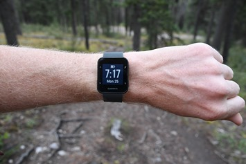 Garmin-Forerunner30-Wrist-Front