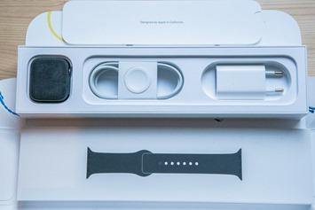 AppleWatchSeries4-Box-Straps