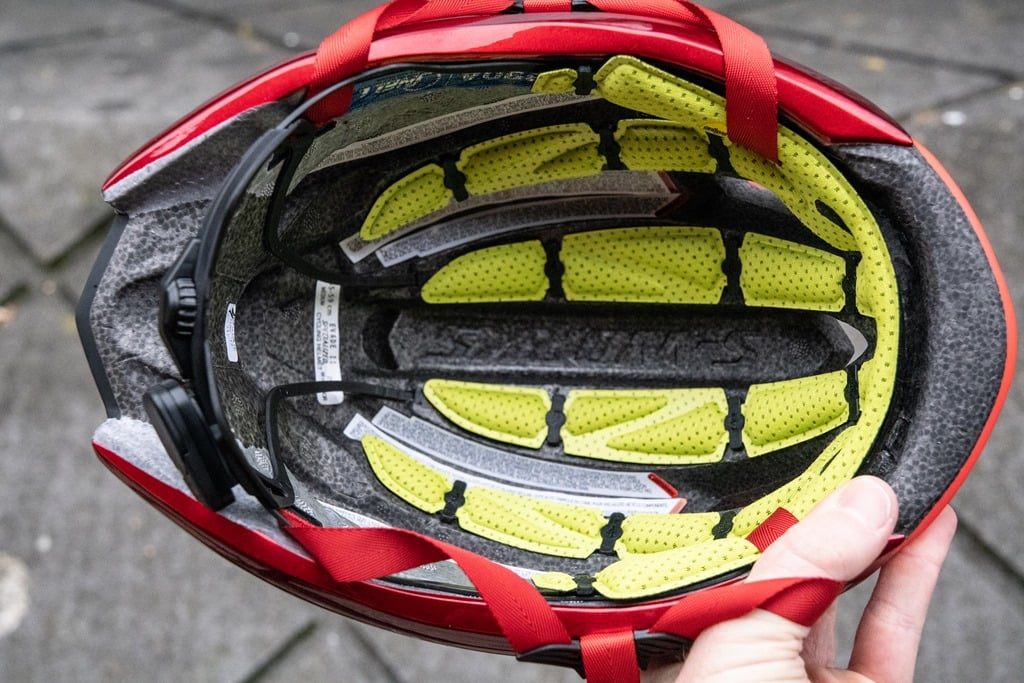 885ac71767f And in fact, that's actually MIPS SL. It's exclusive to Specialized at this  point and essentially integrates the MIPS lining into the helmet padding  itself.