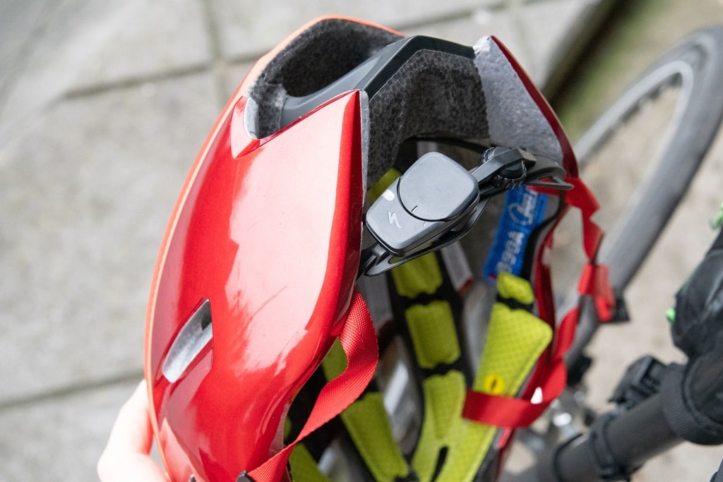 7b6aa6087e9 Whereas the ANGi equipped helmets come with a small mounting plate on the  back of them that the pod attaches to.