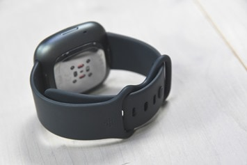 Fitbit-Sense-Band-Clasp-Closed