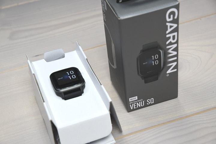 Garmin-Venu-SQ-BoxInside
