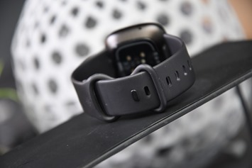 Fitbit-Versa3-Band-Clasp-Back