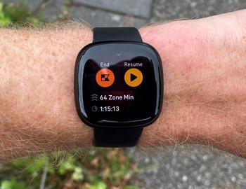 Fitbit-Versa3-RunningEnd1
