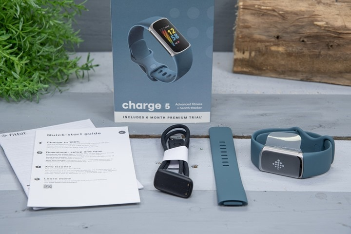 Fitbit-Charge5-Box-Contents-Unboxed